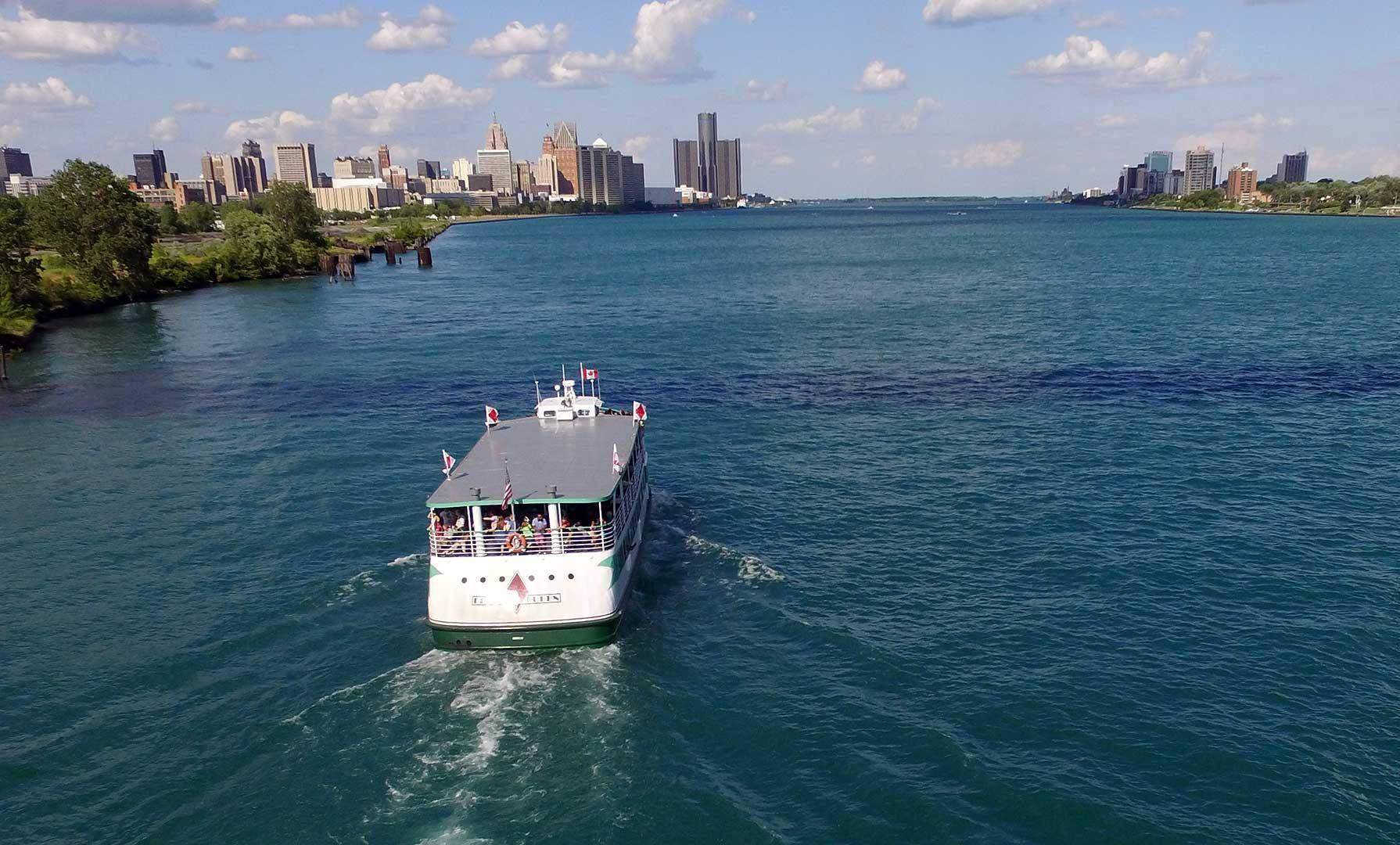 diamond jack boat on the detroit river